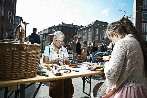 Knitting Bee på marked